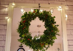 diy holly wreath (2) (Simon Dell Photography) Tags: diy hand made home simple holly wreath christmas decoration red berrys how easy simon dell photography