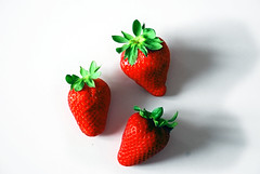 fragole / strawberries (spirale9) Tags: red verde green primavera rouge spring strawberries vert rosso printemps fraises fragole