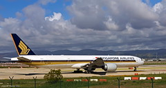 Singapore Airlines (1/5) (McGuiver) Tags: barcelona canon singapore airplanes catalunya aviones avions boeing777 barcelonaairport sigma1770 9vswn canoneos60d