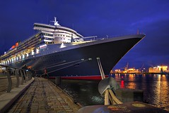 QM2 (matt.koerner1) Tags: night germany deutschland pentax nacht harbour hamburg matthias cruiseship hafen qm2 queenmary2 hdr elbe kreuzfahrtschiff k7 krner sigma1020 mattkoerner1 knigindermeere