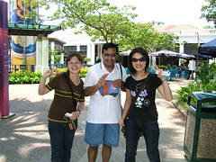 Taiwanese tourists on Sentosa Island (oldandsolo) Tags: tourists sentosaisland imagesofsingapore