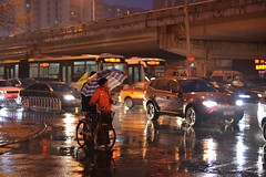 Riding in the rain (Solange B) Tags: china reflection car rain bike night umbrella lights traffic beijing pluie voiture nuit reflets vlo chine lumires parapluie pkin