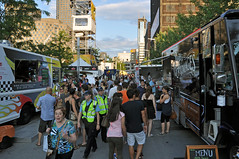 Food Trucks (caribb) Tags: city urban canada comedy downtown montral quebec eating montreal qubec centrum metropolitan ville centreville restos justepourrire comedyfestival foodtrucks montrealcomedyfestival justforlaughs2013