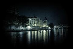 36 sur Seine (job2411) Tags: light paris building tree seine night river lumire police pj 36 nuit arbre pontneuf batiment fleuve quaidesorfvres policejudiciaire