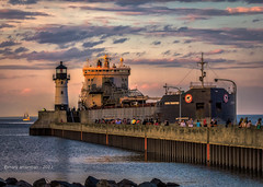 Land Ho (Boreal Bird) Tags: sunset duluth lakesuperior goldenhour laker canalpark hss greatlakesfreighter 1000footer sliderssunday illnevertireofwatchingthemcomein