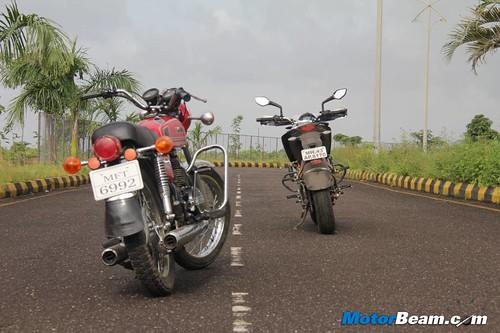 KTM-Duke-390-vs-Yamaha-RD350-37