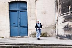 L' ecclsiale sur la planche  roulettes (Paolo Pizzimenti) Tags: paris film paolo olympus dxo glise zuiko saintgervais pellicule plancheroulette ecclesiale