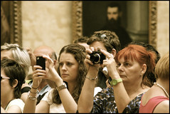 capturing mona lisa at the louvre ..... (ana_lee_smith) Tags: camera travel paris france tourism museum lens photography gallery minolta image louvre monalisa exhibit tourists musée beercan photograph visitors tablet viewing iphone thelouvre leonardodavinci ipad capturing photosof analeesmith minoltaaf70210mm sonyslta33