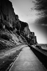 Falaise du Trport (cedland) Tags: bw cliff white black france de french noir nb le normandie et normandy falaise blanc picardie baie somme 2015 trport