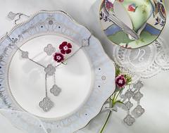 Van Vleef & Arpels (SoonPhoto) Tags: singapore plate ring diamond jewellery bracelet earrings luxury wedgewood vancleefarpels pavediamonds magicalhambra soontong