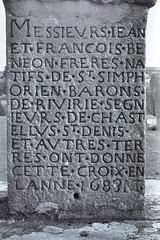 Chtelus (Loire) (Cletus Awreetus) Tags: bw france monochrome noiretblanc pierre nb loire inscription croix forez socle chtelus