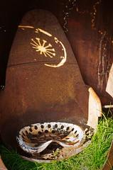 Balade in Bacalan (titou du Pian) Tags: bacalan livres littérature arts artistes acier coffre vitruve sculpture