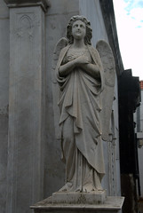 Statue of an angel (VinayakH) Tags: tombs tomb recoletacemetery recoleta larecoletacemetery cemetery buenosaires graves argentina latinamerica southamerica mausoleum artnouveau artdeco neogothic baroque architecture