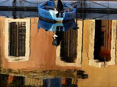 Le Bateau Bleu.. (ylisa1318) Tags: bleu orange reflets bateau martigues