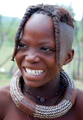 Himba Girl (Sascha Grabow) Tags: africa portrait brown black color girl hair person necklace kid paint child skin small sascha huge afrika enfant namibia farbe fille mdchen sul zhne himba afrique haut opuwo oshakati namibie kunene grabow ovahimba skinpaint swapo halsring sdwestafrika oshiwambo saschagrabowcom haarsthne nasehochziehen