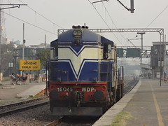 TKD WDP1 Light (Jai ABB) Tags: light ahead train delhi some passenger through northern heading nr railways towards tkd passes oka haul alco okhla furiously 15045 tughlakabad nizzamudin wdp1