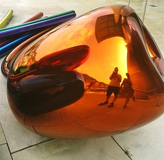 Tulips (Lanzen) Tags: selfportrait reflection art colours metallic bilbao guggenheim reflexion scultpure jeffkoons