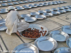 ROWS (Bashir Osman) Tags: pakistan chicken beads coins spice things row karachi sindh paquisto  bashir   travelpakistan  pakistn  indusvalleycivilization    bashirosman gettyimagesmiddleeast     aboutpakistan aboutkarachi travelkarachi   pakistna pakistanas bashirusman