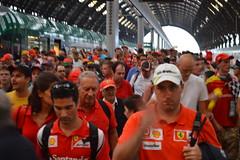 F1 Gran Premio Monza (toltequita) Tags: people milan gente milano f1 ferrari grandprix monza formulauno aficionados tifosi granpremio granprix aficion tifozi