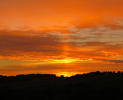Sunset (Peter Curbishley) Tags: sunset sky colour evening zonsondergang sonnenuntergang vivid wiltshire puestadelsol  coucherdusoleil greatdurnford