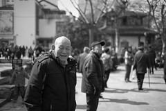 Audience () Tags: china street leica winter portrait people blackandwhite bw music man architecture 35mm blackwhite cityscape wuxi audience snapshot chinese streetphotography documentary rangefinder snap player singer summilux streetshot m9 musicplayer 11663 leicasummilux35mmf14asph  leicam9 m3514a chongansi summiluxm3514a
