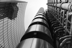 Up Lloyds (Newlandator) Tags: bw white black london thames canon lloyds lloydsbuilding 6d peternewland