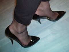 IM006930 (grandmacaon) Tags: pumps highheels lowcut hautstalons lowcutshoes toescleavage pepejimenez