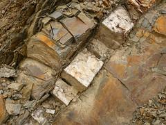 Quarzschicht (Jrg Paul Kaspari) Tags: kasel schiefer quarz quarzschicht untergrund devonschiefer geologie geology schicht layer