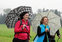 Hallwilerseelauf: Auch Regen kann diese Genusslaeuferinnen die gute Laune nicht verderben