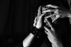 (Camila Iquiene) Tags: blackandwhite pretoebranco hands mos altocontraste highcontrast grain rudo