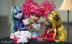 Happy Mail (PruchanunR.) Tags: monster doll high mattel