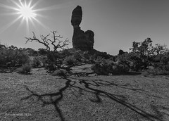 Balance Rock Canyonland NP (r.yuill) Tags: monochrome blackwhite bw silhouette nature canyonland rocks shadow