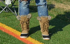 2016-11-19 (25) Nike Park Turf, Great Falls VA (JLeeFleenor) Tags: photos photography va virginia nikepark greatfalls girls woman femme frau vrouw donna lamujer dona امرأة жена 女子 žena kvinde nainen γυναίκα האישה nő औरत wanita 女性 여자 kvinne زن kobieta mulher женщина kvinna หญิง kadın жінка ngườiphụnữ boots shoes footwear footgear outside outdoors jeans