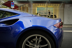 Artega GT (MauriceVanGestel Photography) Tags: auto blue detail cars car sport azul closeup germany de deutschland hp blauw boulevard foto power close shot d details north german coche shops alemania autos 300 pk gt rims dsseldorf rhine supercar coches germancar sportscar deutsch closer duitsland supercars k knigsallee detailfoto winkels duits alemn sportwagen westphalia dichtbij northrhinewestphalia duitser velgen rhinewestphalia sportief detailshot northrhine artega 300hp duitseauto artegagt deutscheauto sportwagens knigsalleedsseldorf 300pk kdsseldorf blueartega blauweartega artegagermany artega300 germanartega duitseartega artegadsseldorf artegadeutschland detailartega artegaduitsland