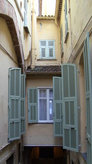 Houses spanning the streets (Verstraete Travel) Tags: france history travels mediterranean culture southoffrance villefranchesurmer