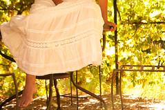 Shooting Karen (L.Amelie Photography (Fr)) Tags: fleurs table nu robe jolie pied blanche fille blanc fer assise forg