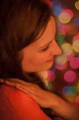 24/52 - The Warm Feeling (Teemu Kustila Photography) Tags: week24 2013 52weeksthe2013edition 522013 weekofjune10 dof bokeh girl woman pretty beautiful outoffocus portrait availablelight iso2500 f14 canoneos5dmarkii canonef50mmf12lusm canon ilobesterit tmuussoni ilobsterit