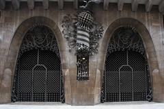 Gaudi building, Barcelona 2012 (sensaos) Tags: barcelona travel architecture spain gate barca espana gaudi catalunya cataluña spanje 2012 sensaos
