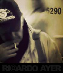 (RICARDO AYER) Tags: celular bone espera cigarro fumando dispositivosmveis instagram
