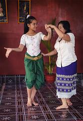 Dance: teacher and the apprentice (Khmer dude បុរសខែ្ម) Tags: travel vacation art heritage girl smile 50mm cambodge cambodia southeastasia pretty khmer arts culture charm danse unesco worldheritagesite siemreap angkor apsara indochine indochina classique d300 supple khmerdance khmerclassicaldance camboja danseuse royalballet cambogia apsaradance cambodgienne apsaradancer cambodianclassicaldance courtdance khmerdancer cambodiandancer khmerdude khmerheritage cambodiaroyalcourtdance roamkbach intangeableculturalheritage