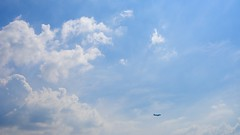 September 2013 (Vincent Lee ) Tags: sky cloud zeiss airplane 50mm flying september seoul planar