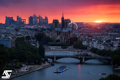 Dernires lueurs sur Paris (A.G. Photographe) Tags: anto antoxiii xiii ag agphotographe paris parisien parisian france french franais europe capitale d810 nikon nikkor 70200vrii notredame ladfense sunset grandpalais seine bateauxmouches granderoue