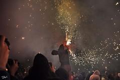 Correfoc 066 (Pau Pumarola) Tags: correfoc foc fuego feu fire feuer guspira chispa étincelle spark funke festa fiesta fête fest diable diablo devil teufel catalunya cataluña catalogne catalonia katalonien girona diablesdelonyar