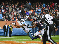 The diving catch (Q Win) Tags: outdoor action illinois tennessee titans bears nfl football sunday soldierfield chicago il unitedstates usa