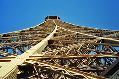 Eiffelturm, Paris (Frankreich) (Carsten@Berlin) Tags: paris france frankreich 1999 analog eiffelturm latoureiffel