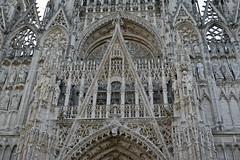 2016.06.27.043 ROUEN - La cathédrale (alainmichot93 (Bonjour à tous - Hello everyone)) Tags: 2016 france normandie seinemaritime rouen cathédrale tour architecture artgothique portail tympan sculpture nikon