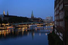 Die Weser in Bremen (fototraber) Tags: bremen deutschland fluss weser nacht germany nightphotography dawn dämmerung bremencity night europe
