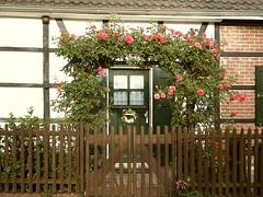 Welcome, Explored on Nov. 27.th.2016 (Hannelore_B) Tags: gebude building tr door blumen flowers zaun garten garden fachwerkhaus halftimberedhouse fence