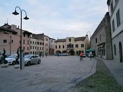 Monselice (Pd) (italyroberto) Tags: italy italia veneto monselice cityscape piazza square automobile car edificio building mura wall medieval architecture medievale