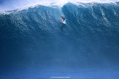 IMG_2909 copy (Aaron Lynton) Tags: peahi lyntonproductions canon 7d maui hawaii xll xxl bigwave big wave wsl surf surfig surfing jaws peahichallenge